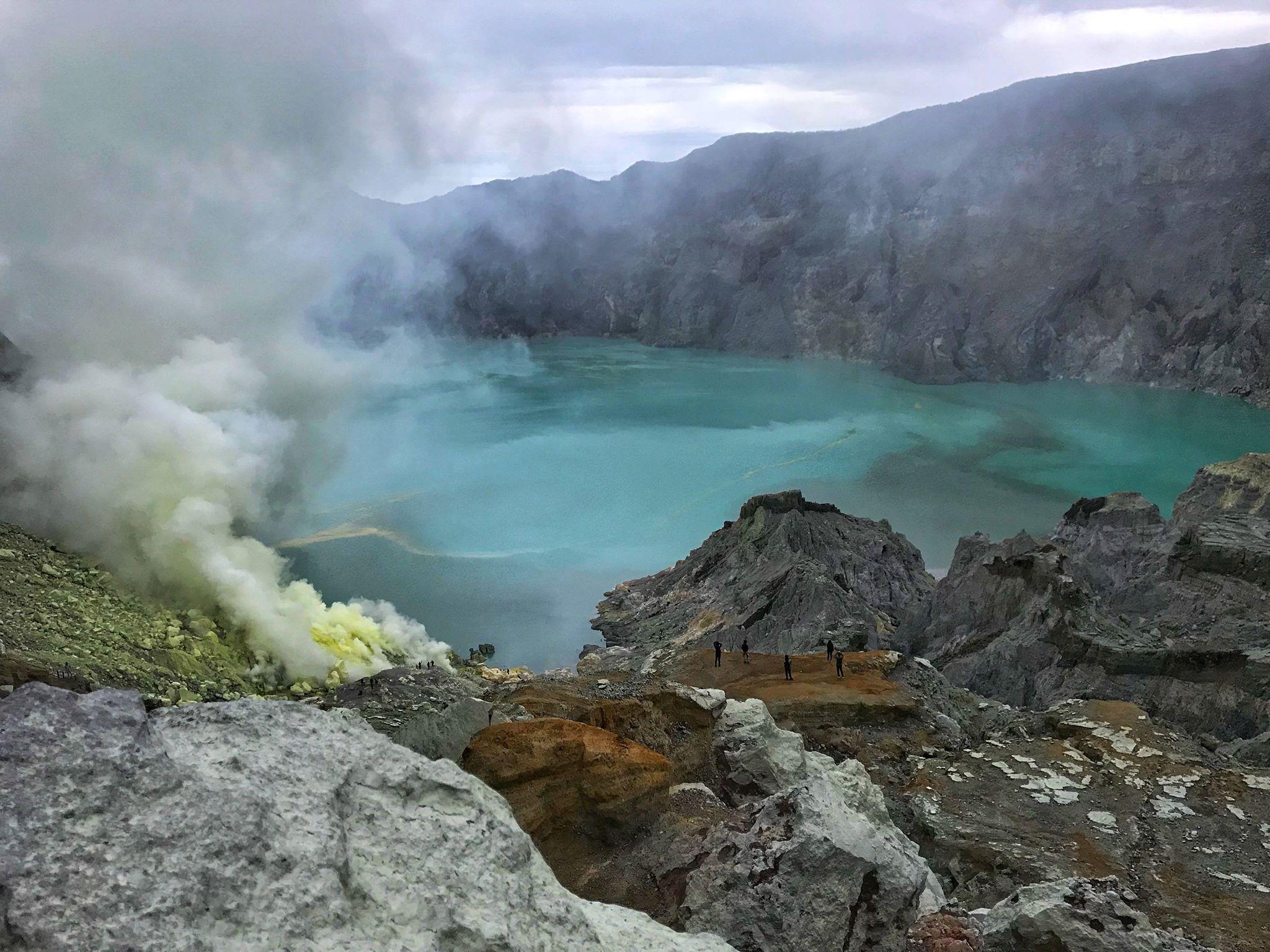 Запахло серой: ночной подъем на вулкан Иджен на острове Ява