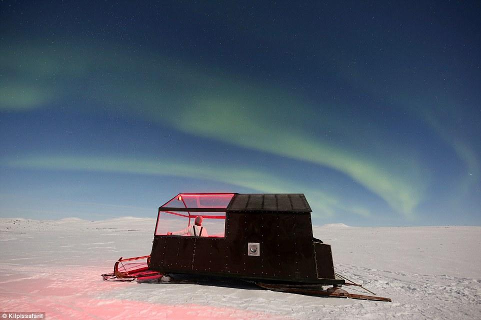 Охота за северным сиянием: в Финляндии открыли отель на санях