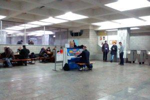 В харьковском метро сыграли на пианино