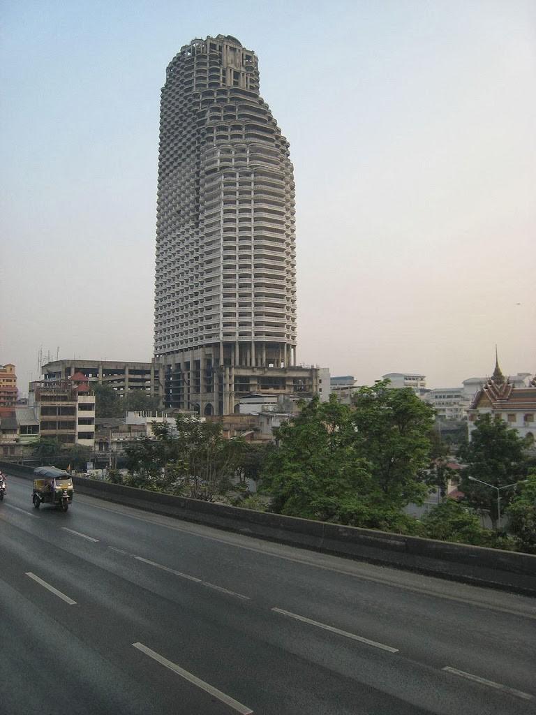Как выглядит самый большой заброшенный небоскреб в мире Как выглядит самый большой заброшенный небоскреб в мире 5 3