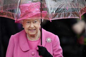 Идеальное сочетание: королева Елизавета II и ее зонтики