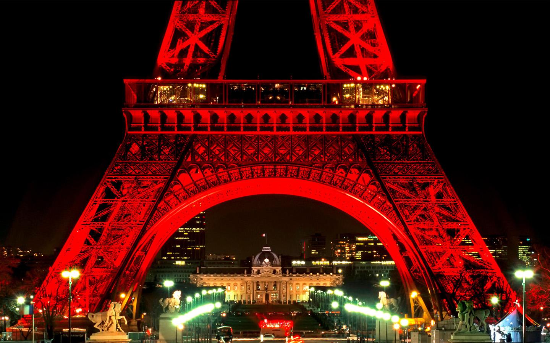 Эйфелеву башню могут перекрасить в красный цвет