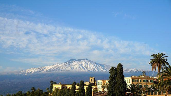 Вулкан Этна сползает к морю