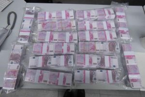 В Германии пекарь нашел 8 млн евро и сдал их в полицию