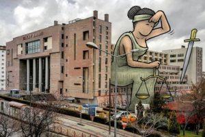 Турецкие города украсили гиганты