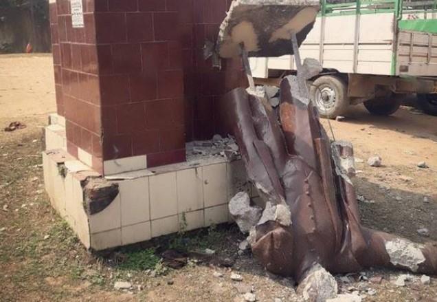 В Индии снесли памятник Ленину