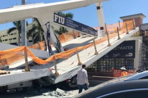 В Майами на людей обрушился новый мост