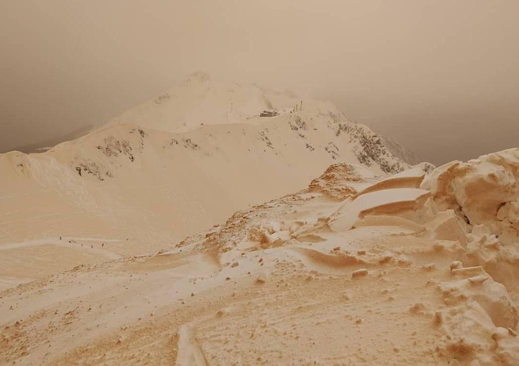 Оранжевый снег превратил Восточную Европу в Марс