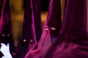Без лица: как проходит Страстная неделя в Испании