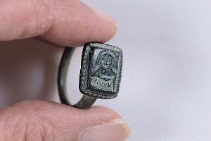 Израильский садовник откопал святой перстень