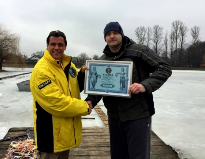 Украинец установил рекорд по заплыву подо льдом