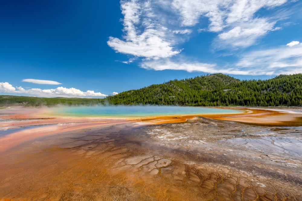 Ученые обнаружили гигантское перо магмы под Йеллоустоуном