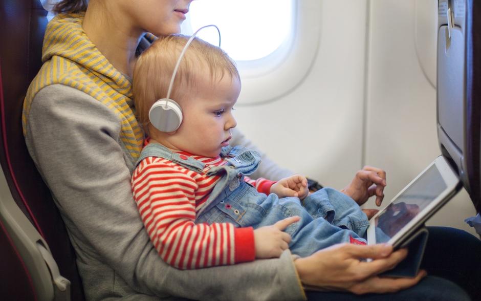 Что делать, чтобы у ребенка не закладывало уши во время полета