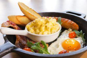 Диетологи: сытные завтраки помогают сбросить вес