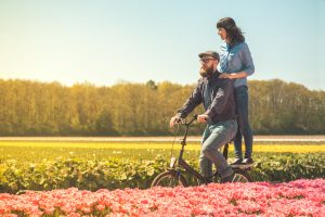 От поцелуя в обе щеки до раздела счета за ужин – чего ждать от свидания с иностранцем