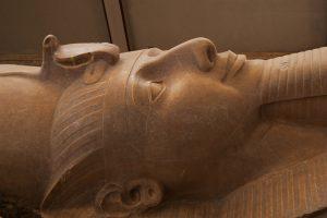В Асуане нашли осколки гигантской статуи Рамзеса II