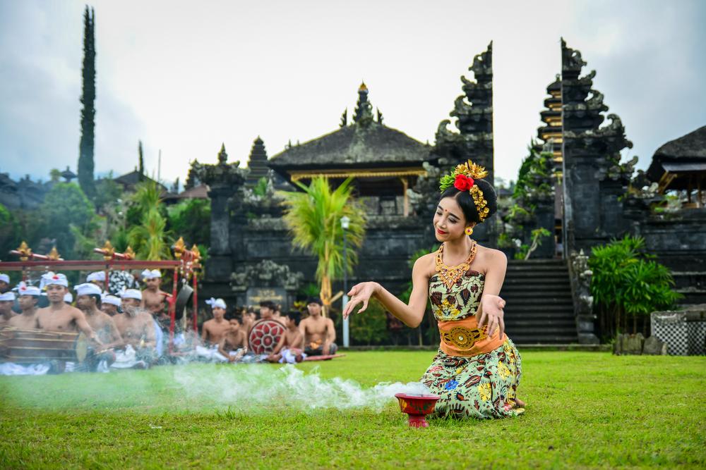 На Бали запретят шуметь и выходить в интернет