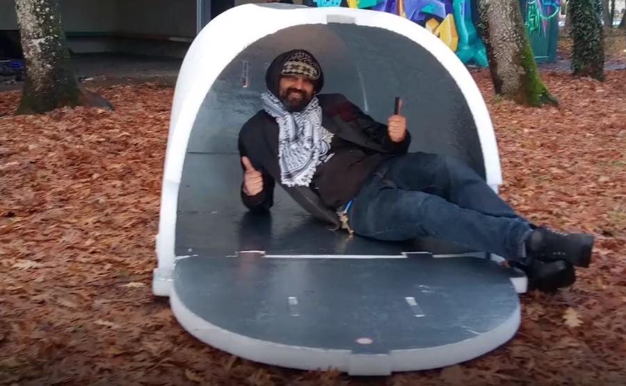 Во Франции придумали морозостойкие палатки для бездомных