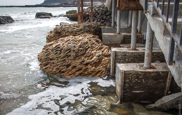 В Одессе шторм смыл несколько пляжей В Одессе шторм смыл несколько пляжей 1 1