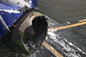 В США у пассажирского Boeing 737 в воздухе взорвался двигатель