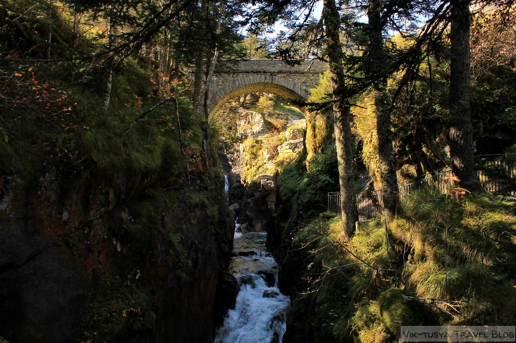 Трекинг в Пиренеях: отдых для тех, кому душно в городе Трекинг в Пиренеях: отдых для тех, кому душно в городе 15 Ispanskij most