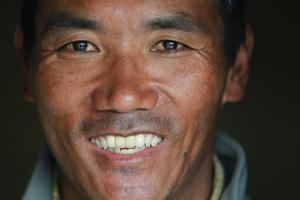 Этот мужчина собирается в 22-й раз покорить Эверест