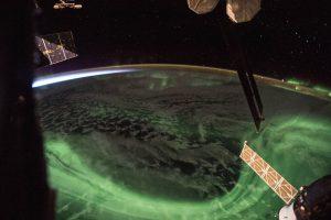 Астронавт  NASA показал встречу полярного сияния и рассвета