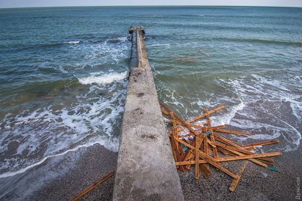 В Одессе шторм смыл несколько пляжей В Одессе шторм смыл несколько пляжей 2 2