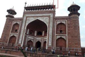 В Индии ветер разрушил минареты Тадж-Махала