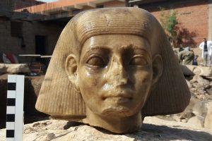 В Египте нашли статую фараона, разбитую фанатиками на тысячи осколков