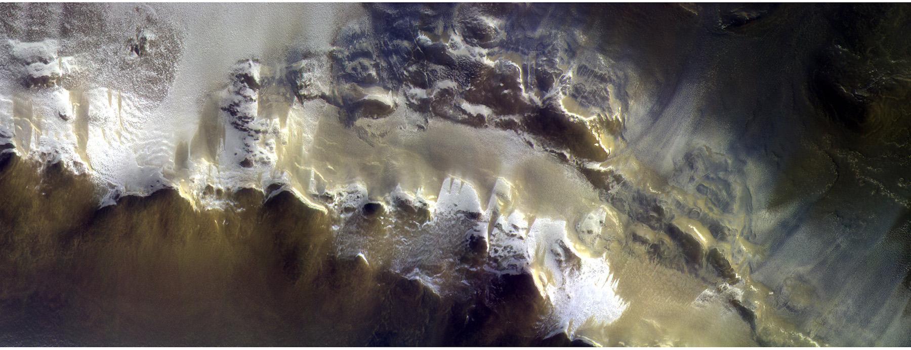esa показало, что горы на Марсе покрыты льдом ESA показало, что горы на Марсе покрыты льдом 20180426mmcassisfarbbildesa1800p