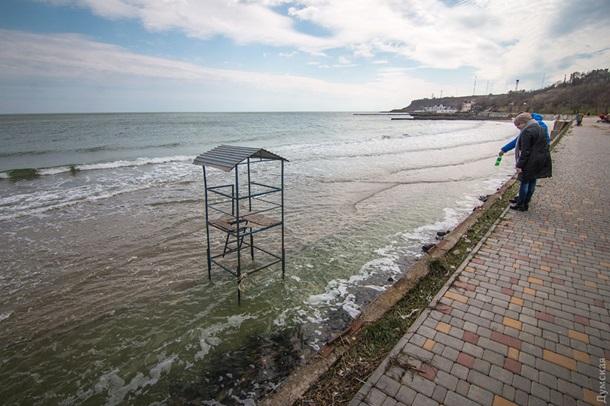 В Одессе шторм смыл несколько пляжей В Одессе шторм смыл несколько пляжей 6 1