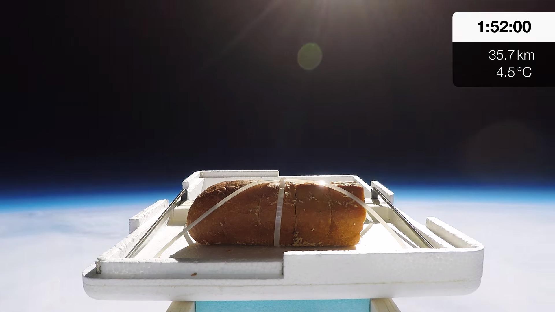 Блогер запустил хлеб в стратосферу, чтобы оценить новый вкус