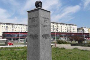 В Белграде на два дня открыли странный памятник Гагарину