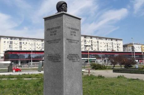 В Белграде на два дня открыли странный памятник Гагарину.Вокруг Света. Украина