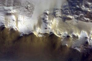 ESA показало, что горы на Марсе покрыты льдом