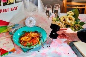 Британский ресторан ищет жениха для курицы карри