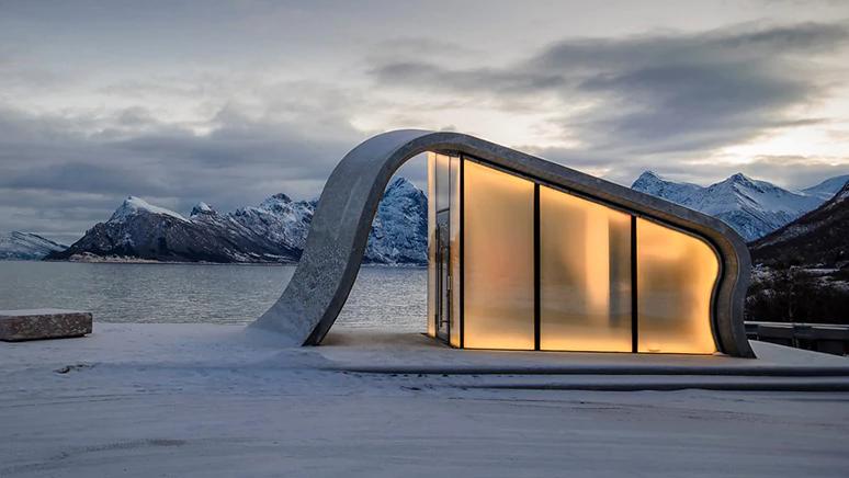 Норвежцы построили самый красивый общественный туалет с видом на море