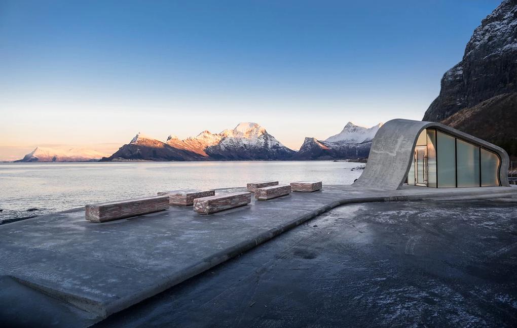 Норвежцы построили самый красивый общественный туалет с видом на море Норвежцы построили самый красивый общественный туалет с видом на море lshgtsfkvshhof2