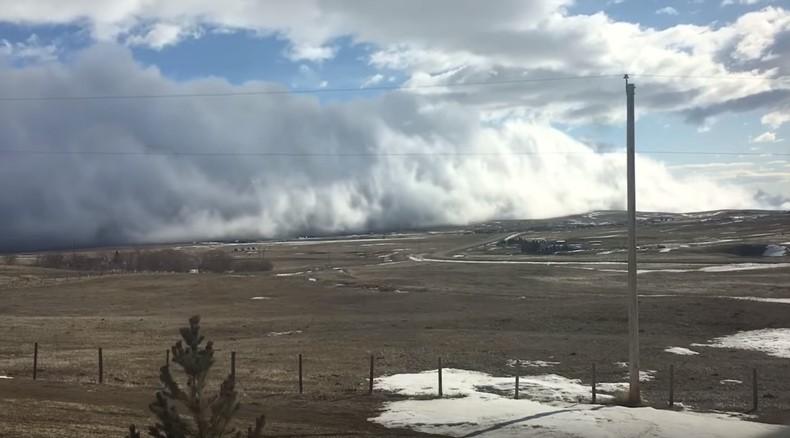 По Канаде пронеслось облачное цунами