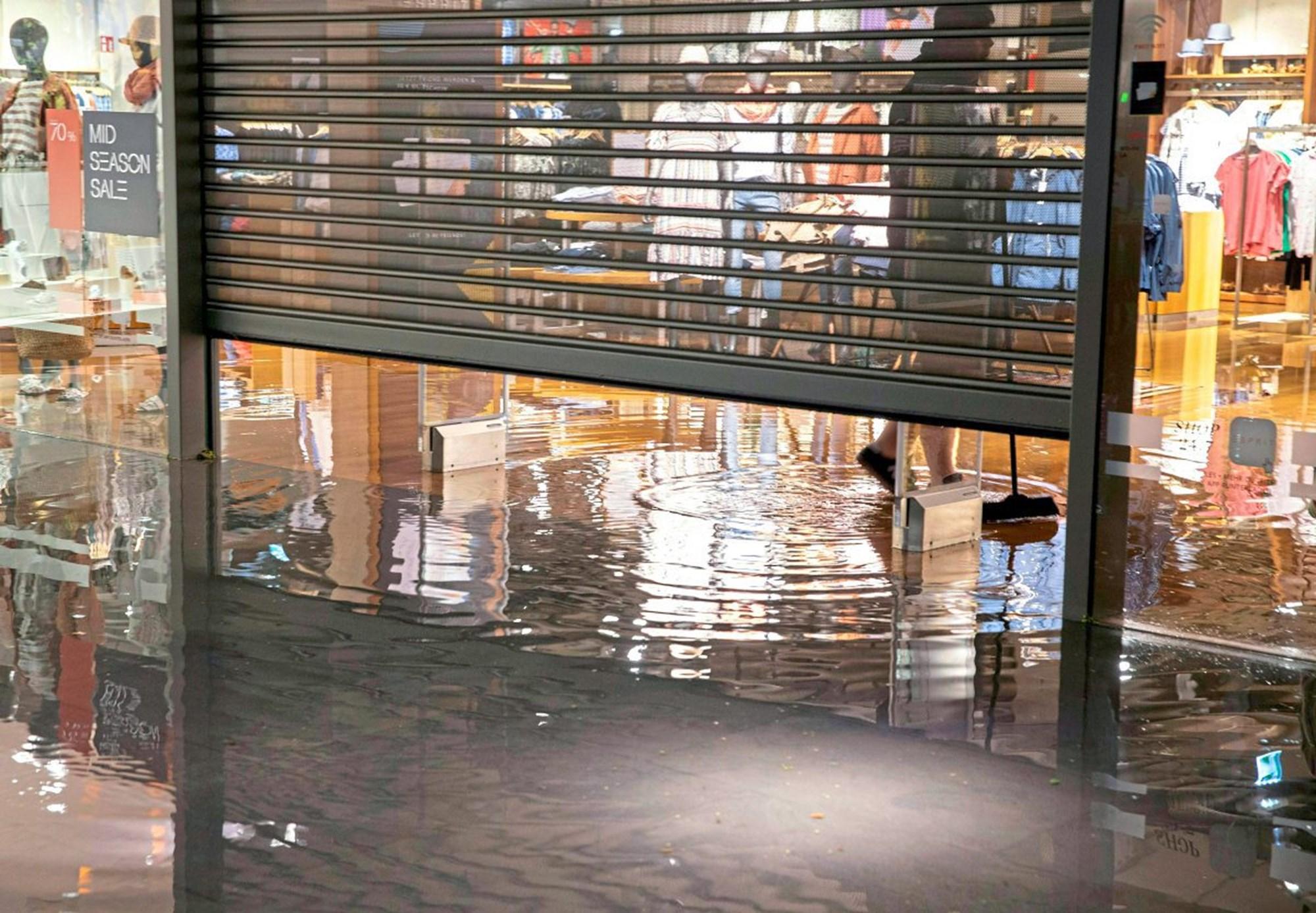 В Австрии дожди затопили дороги и магазины.Вокруг Света. Украина