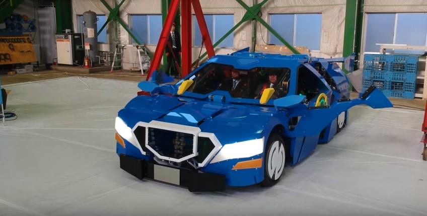 В Японии сделали робота, превращающегося в авто