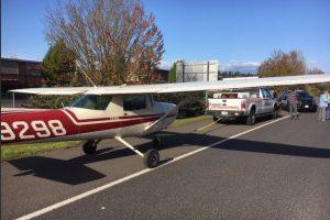 В США самолет приземлился посреди автострады
