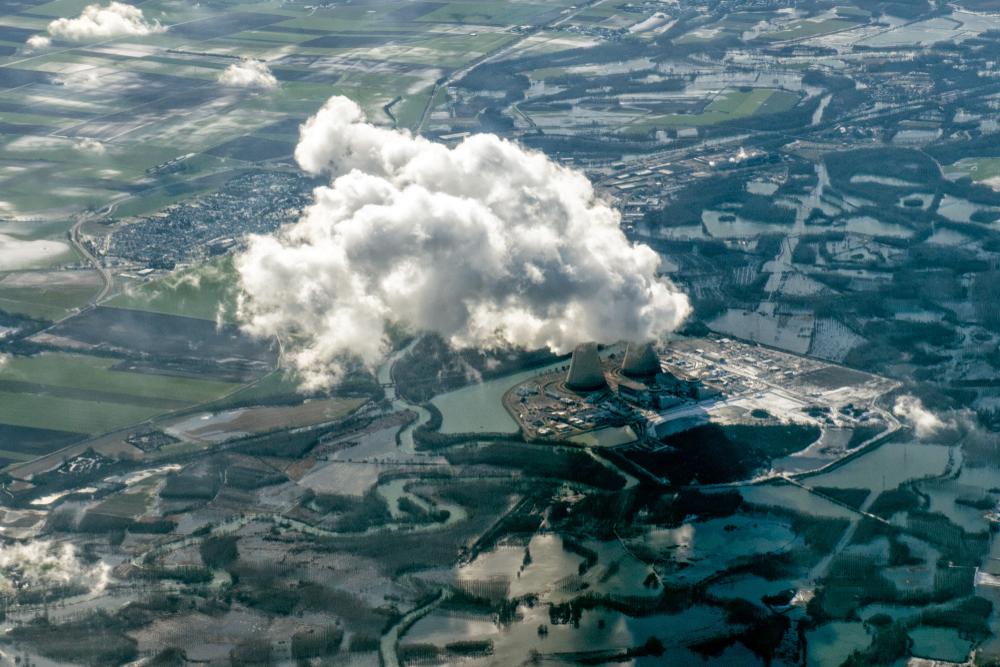 Мирный атом, прощай! А впрочем, нет, останься Мирный атом, прощай! А впрочем, нет, останься shutterstock 1029049147