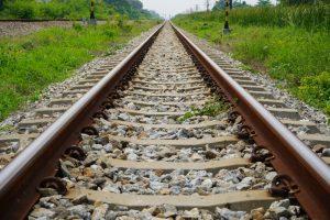 В Индии со станции укатился поезд с пассажирами