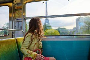 8-летний мальчик обокрал женщину в парижском метро