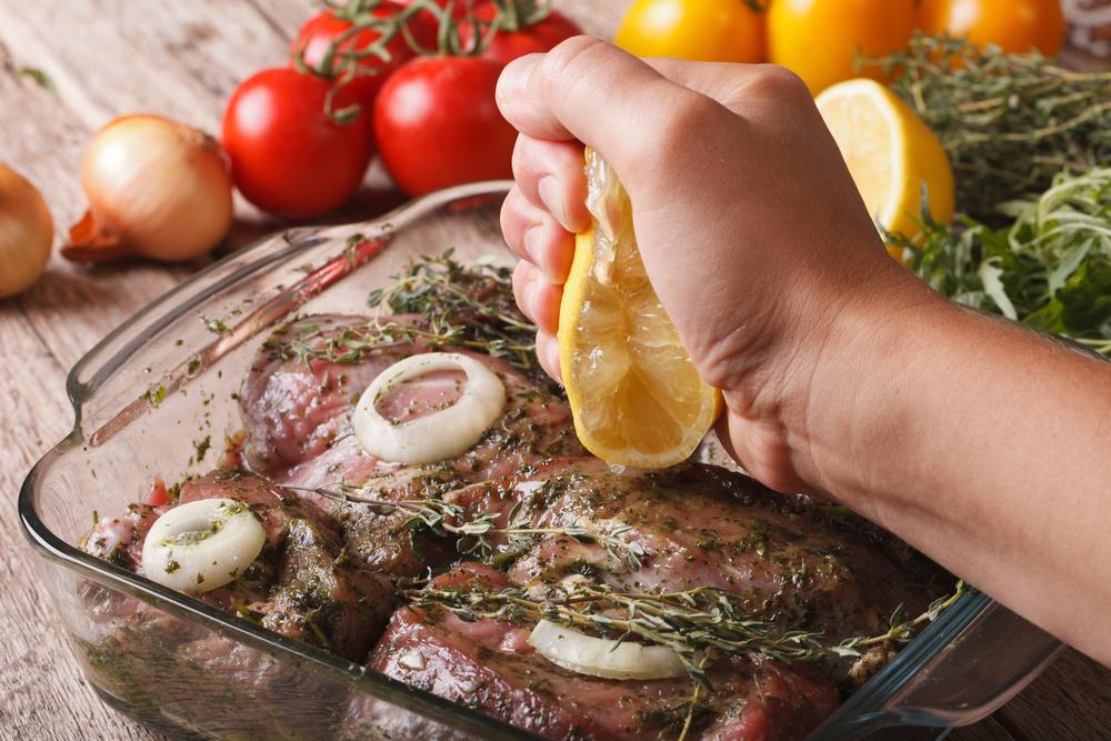 Шашлык: топ-5 маринадов для баранины, свинины и курицы Шашлык: топ-5 маринадов для баранины, свинины и курицы shutterstock 306835115
