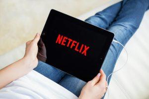 Netflix ищет человека, который готов смотреть сериалы за деньги