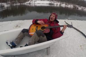 Россияне устроили пикник на дрейфующей льдине