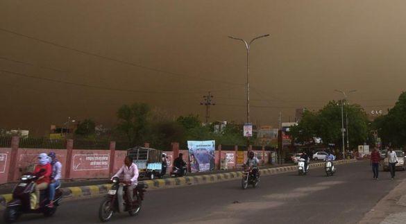 Песчаная буря в Индии убила около 100 человек (видео)